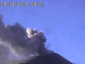 Etna - left, the cooling lava flow 12.09.2015 / 7:39 loc / INGV - right, ash emissions in the NSEC 09.12.2015 / 9:01 GMT / Radiostudio 7- & click to enlarge