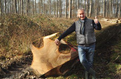 René Dosne, pompier de Paris, est venu caresser les chênes de Bercé