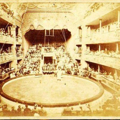 Varios de los antiguos teatros porteños estaban diseñados generosamente para