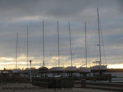 Segelbote in der Winterruhe auf Rügen