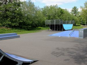 Treffpunkt für Jugendliche: Streeball-, Rollschuhplatz und Skateranlage an den Mainfrankensälen