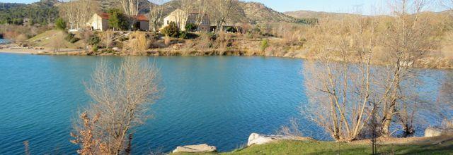 Le Lac de Peyrolles hors saison / Balade en Provence