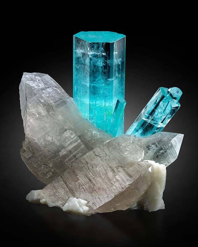 Aquamarine & Quartz combo from Nyet-Bruk, Braldu Valley, Skardu District, Baltistan, Gilgit-Baltistan, Pakistan (photo by : Mardani Fine Minerals)