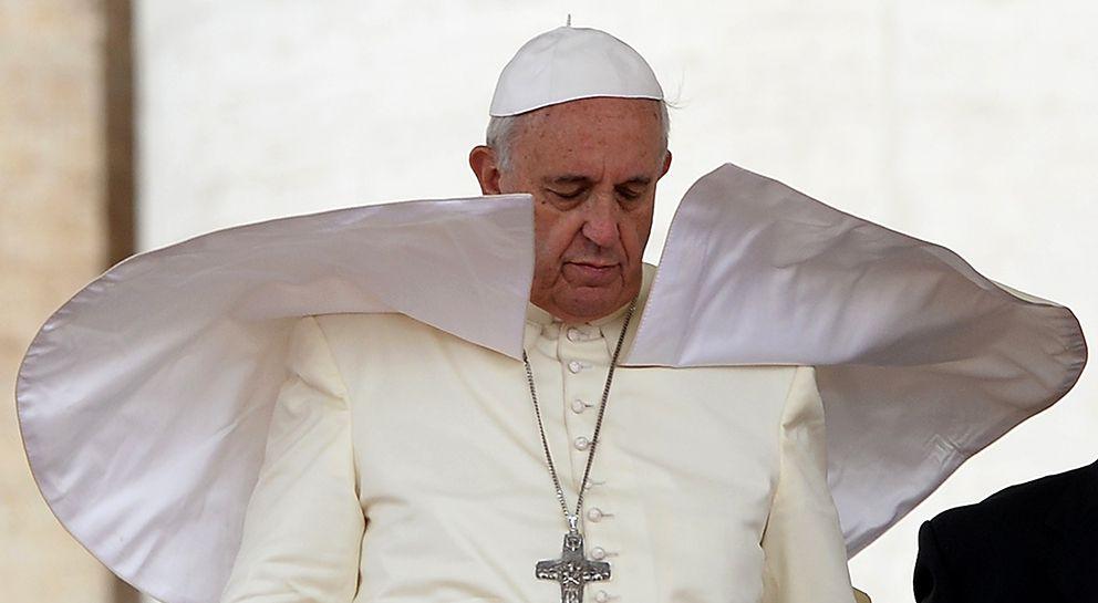 1) on le savait déjà. 2) Attention, vôtre Sainteté, les vents de l'Histoire sont imprévisibles !
