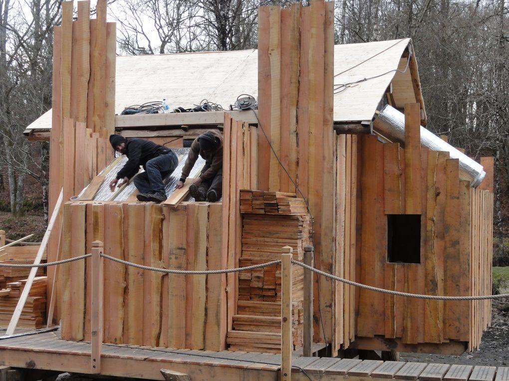 Montage de la cabane sur l'eau