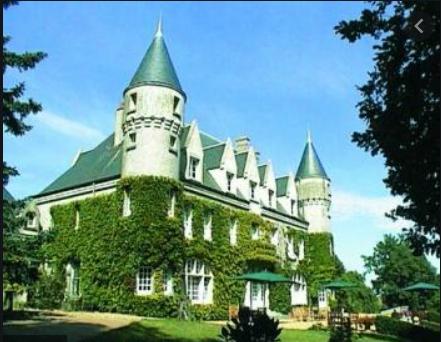 Mécène, Madame Marcelle Gompel accueillait dans sa propriété de Saint-Michel-sur-Loire différents artistes, notamment l'auteur dramatique français André Obey. Dans le parc de son château qui s'appelait à l'époque le château de la Riboisière, elle fit un théâtre de verdure, qui existe toujours, où les artistes répétaient en pleine nature.