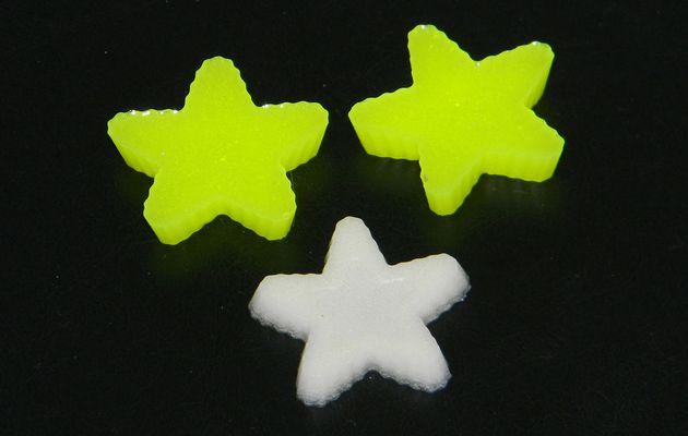 Expériences résine... Une étoile phosphorescente et 2 fluos