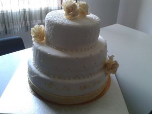 wedding cake trois chocolats et noix.