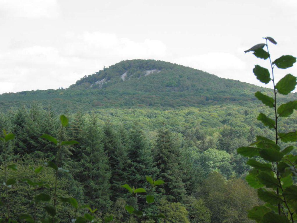 Différents paysages de notre terroir des collines du Maine, des pays de Pail et de Multonne et des Alpes mancelles.