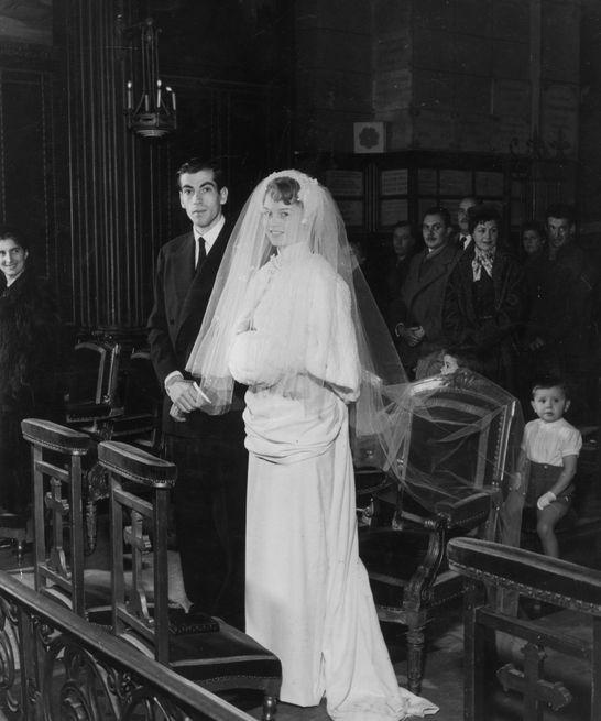Brigitte Bardot et Roger Vadim à l'église Notre-Dame-de-Grâce-de-Passy.