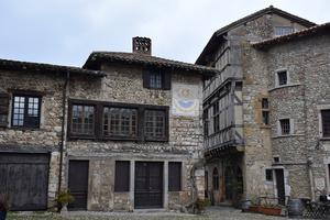 Pérouges, la cité médiévale à deux pas de Lyon