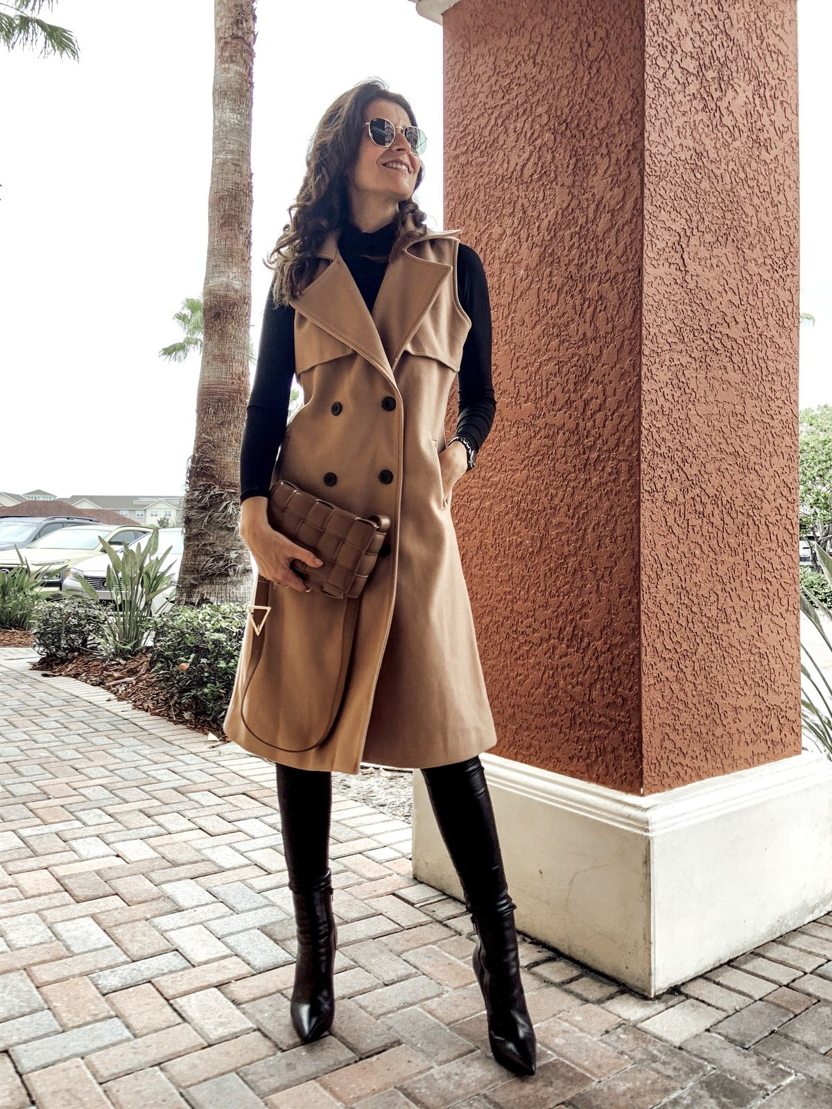 Chic Sleeveless Coat for the Holiday Season!