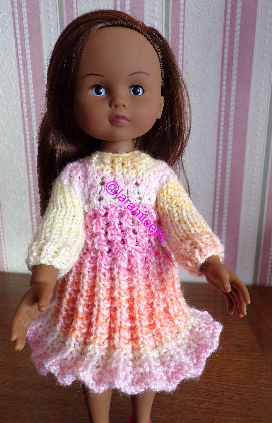 tuto gratuit  poupée :robe points fantaisie pour l'hiver