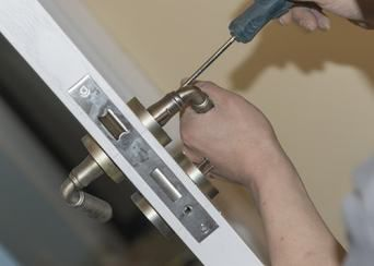 Secure Your Commercial Property with Specializing Commercial Locksmith Service