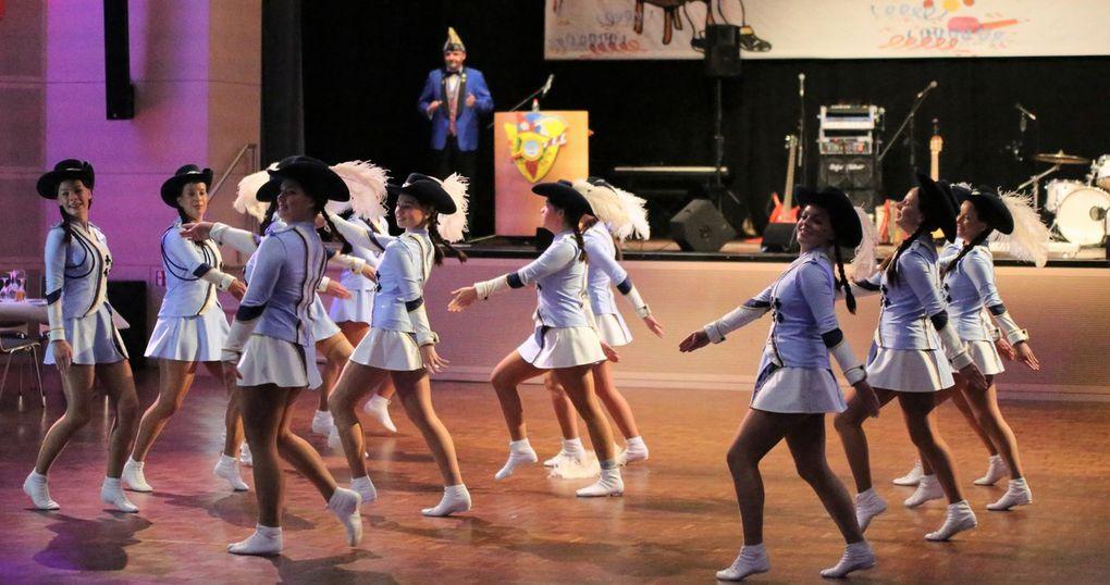 Einen wunderbarten Augenschmaus servierten die Girls den Zuschauern mit ihrem Marschtanz.
