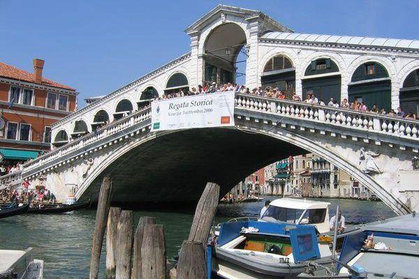 Le pont Rialto à Venise.