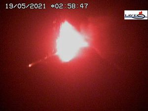 Etna SEC- 19.05.2021 / respectively at 1:58 am, 2:58 am (LAVE webcam) and 5:21 am (INGV webcam) - one click to enlarge