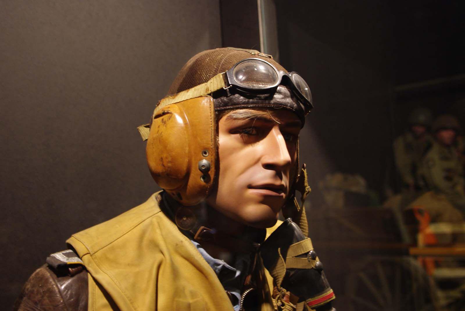 Un pilote de la Luftwaffe attend sa mission.