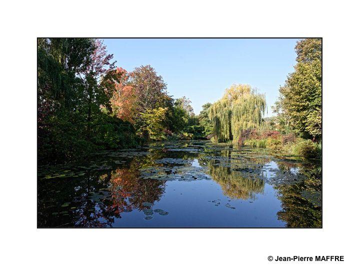 Un hommage bien modeste à ce géant de la peinture qu'est Claude Monet.
