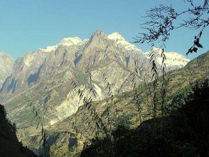 TREK DU MANASLU -   NEPAL -               7 ème Etape ( Dyang-Namrung)