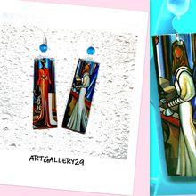 Boucles d'oreilles d'art, boucles d'oreilles longs rectangles pendants colorés, femme stylisée et élégante en peinture naive fait main