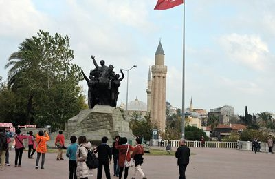 13-04-21- ANTALYA, SA PLACE DE LA REPUBLIQUE, SON VIEUX PORT, SON BAZAR, SA PORTE D'ADRIEN