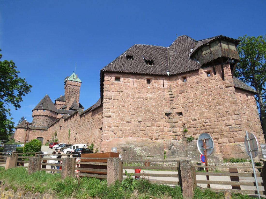 Château le plus connu et le plus visité de la région, dominant la plaine d'Alsace