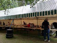 Artisans et commerçants dans la cour du Château, aire de jeux, restauration ...