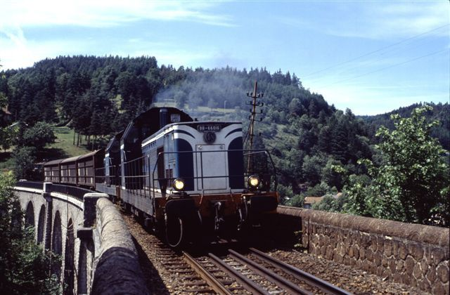 Ouverte le 1 septembre 1885, cette ligne a été fermée au trafic voyageurs le 7 juillet 1991 et puis au trafic marchandises le 15 décembre 2003.
