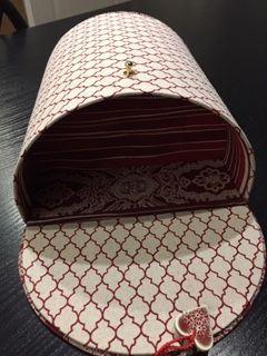 Une boite à couture qui a donné bien du fil à retordre aux BRICOTINES !