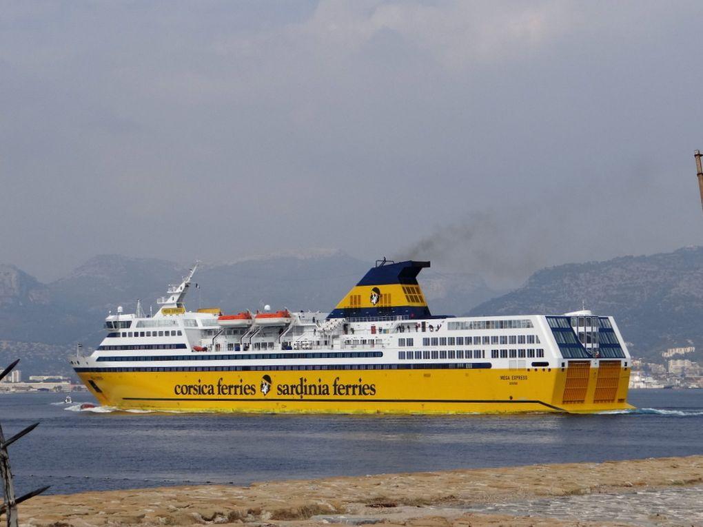 MEGA EXPRESS ,  arrivant a Toulon le 02 octobre 2017