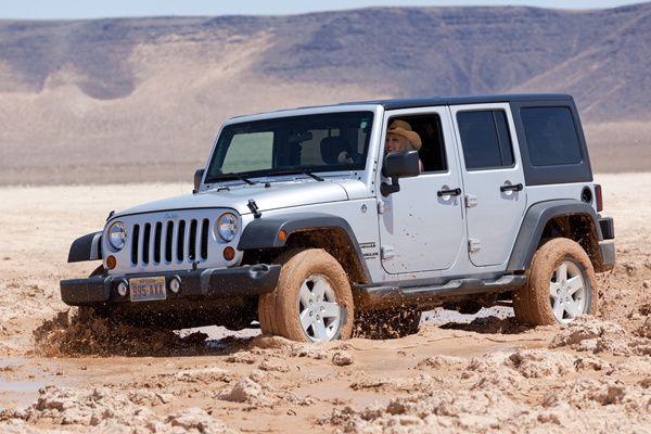 Jeep JK posée dans la boue