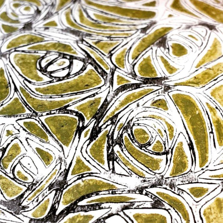 """J 1 : effet lithographique et """"nouveau bois"""" (bois doré) sur sautoir."""