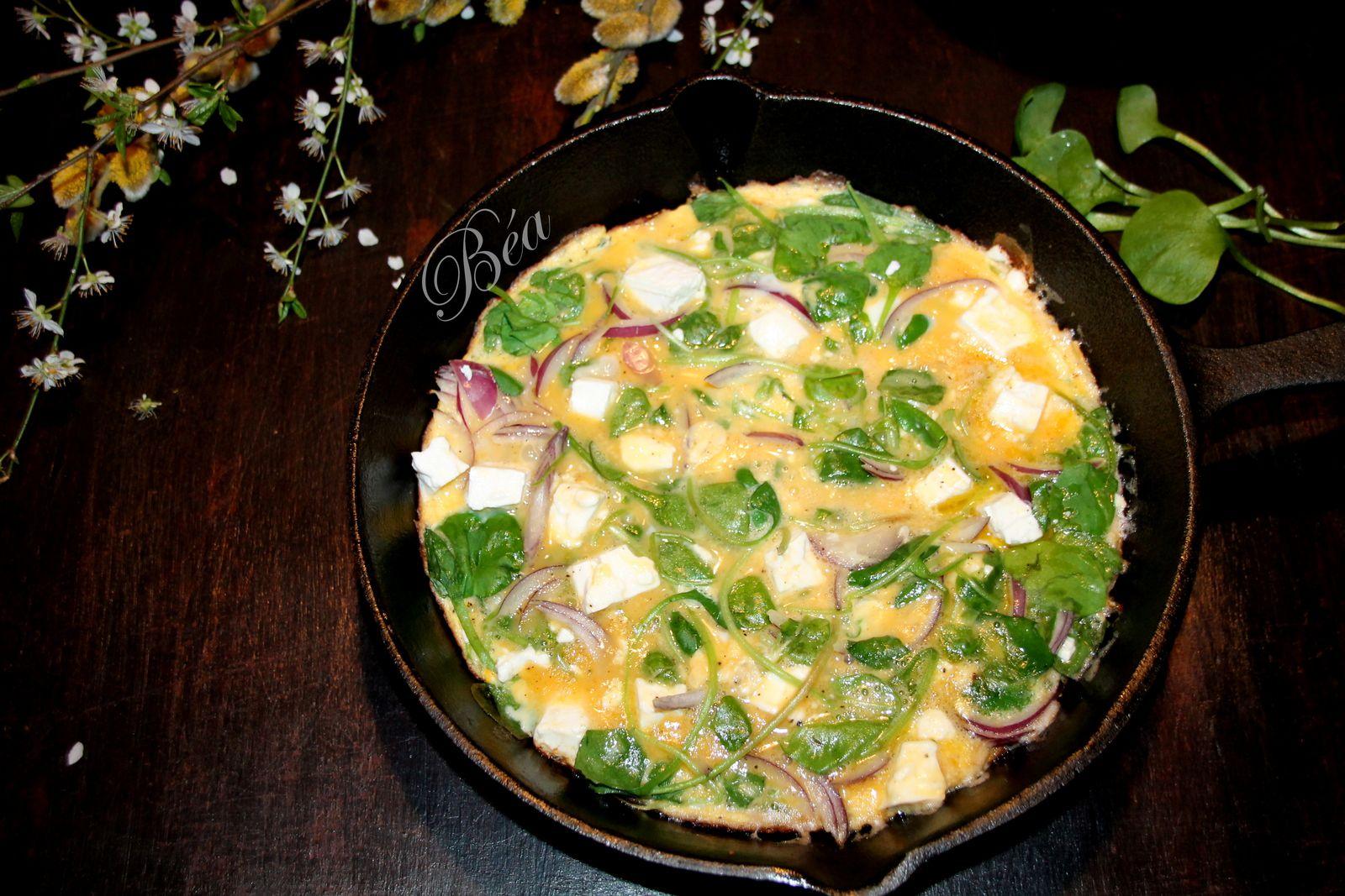 Omelette au pourpier,  féta et oignon rouge