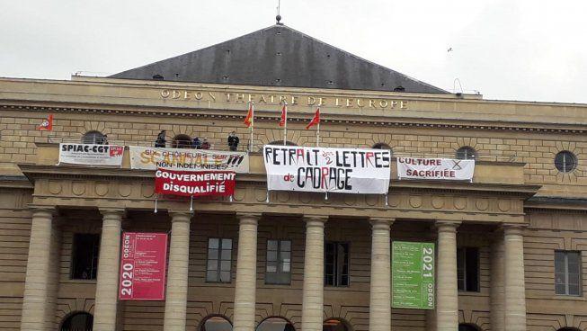 Occupation du théâtre de l'Odéon à Paris: les travailleurs du spectacle refusent de payer la crise