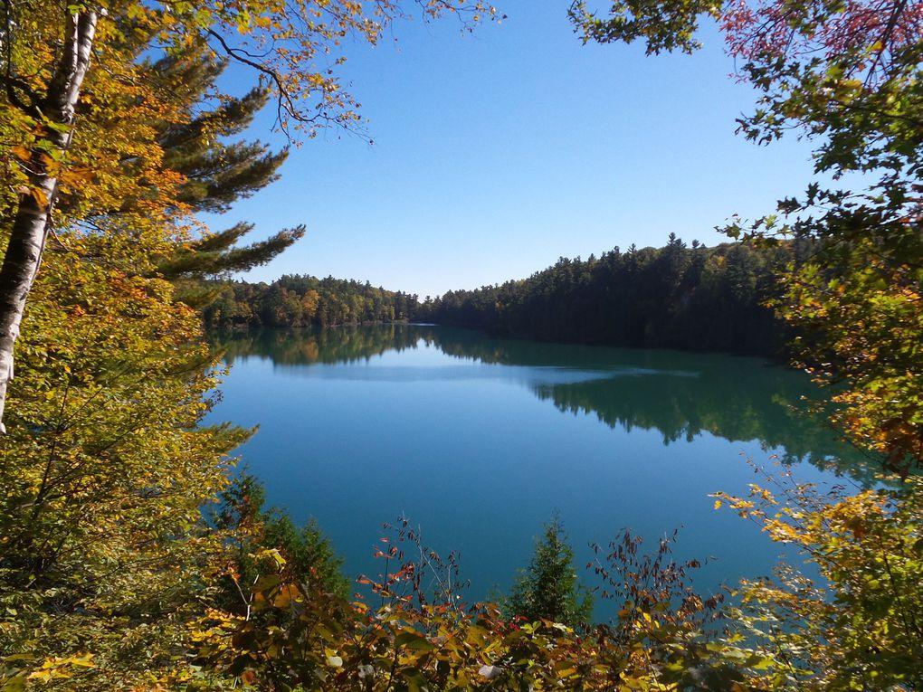 Le tour du lac Pink, un sentier amménagé de 2,5 km