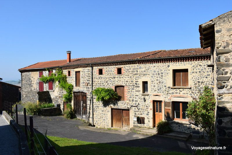 Visite du village d'Usson (63)