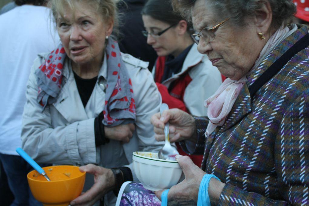 """Quelques-uns des nombreux participants à """"Faites de la soupe"""", The concours de soupes du 6ème couvert (18 octobre 2014)"""