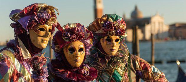 les contes pour les tout-petits de Carmen Montet : Olivia et ses petits amis - Le Carnaval