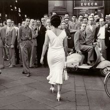 Mario De Biasi, Milano, 1954, Female Power