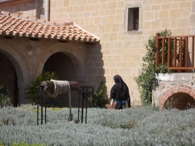 Donc St Stephen, mort lapidé, habité par des nones, pas vu de moines, différence entre le poudingue cuit et pas cuit, à peu de distance l un de l' autre, retour par la route 7 km, du bruit dans herbes sèches = tortues......