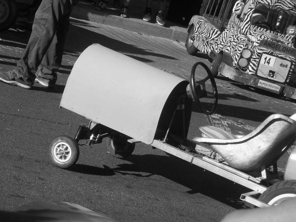 """L'animateur Jean-Yves Perrigauld a remis les prix, mais comme il l'a bien précisé.... """" L'essentiel était de bien participer et de beaucoup s'amuser """". Objectif atteint pour la deuxième année qui voit se déruler cette fameuse compétitions.... véhicules exceptionnels et surtout tant de chauffeurs déguisés. Pour info la prochaine compétition aura lieu à Rougnac en Charente. Enfin zoom sur l'assemblée et quelques visages locaux."""