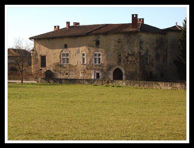 Bien qu'il ait été construit au 16ème, le château de Beaumont s'intègre parfaitement