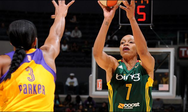 Tina Thompson fait tomber les Sparks au Staples Center