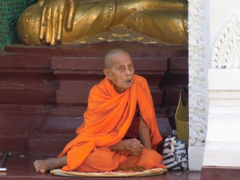 Shwe Dagon-Bouddha couché-port