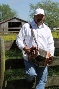 horace trahan, un accordéoniste et chanteur américain de renommée mondiale dans le style cajun et zydeco