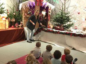 Visite à la médiathèque pour admirer les décorations de Noël  ....