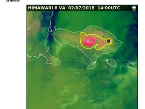 Agung - images of the ash cloud moving westward by the Himawari satellite, respectively at 21h, 21h30 and 22h WIB - a click to open the thumbnails.