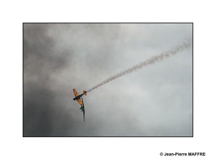 Du soleil, des fumigènes et des nuages. Pour les photos d'avions, ça change quoi ? Ca change tout.