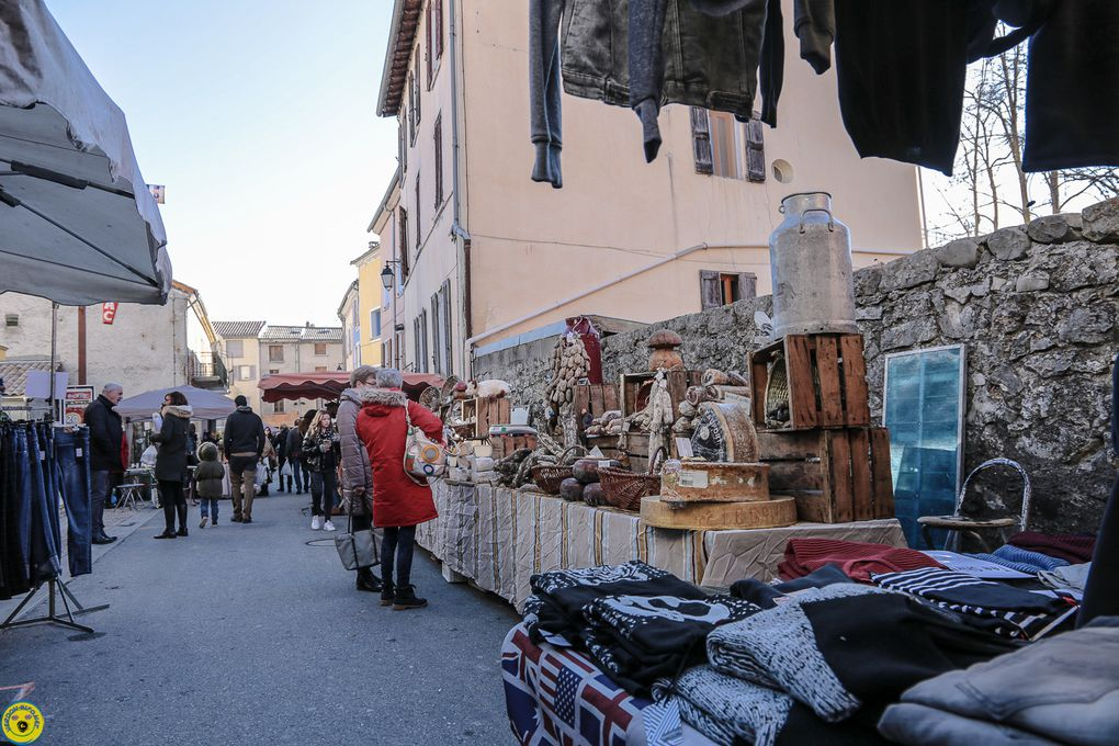 Saint André les Alpes : Un Marché de Noël aux tisons